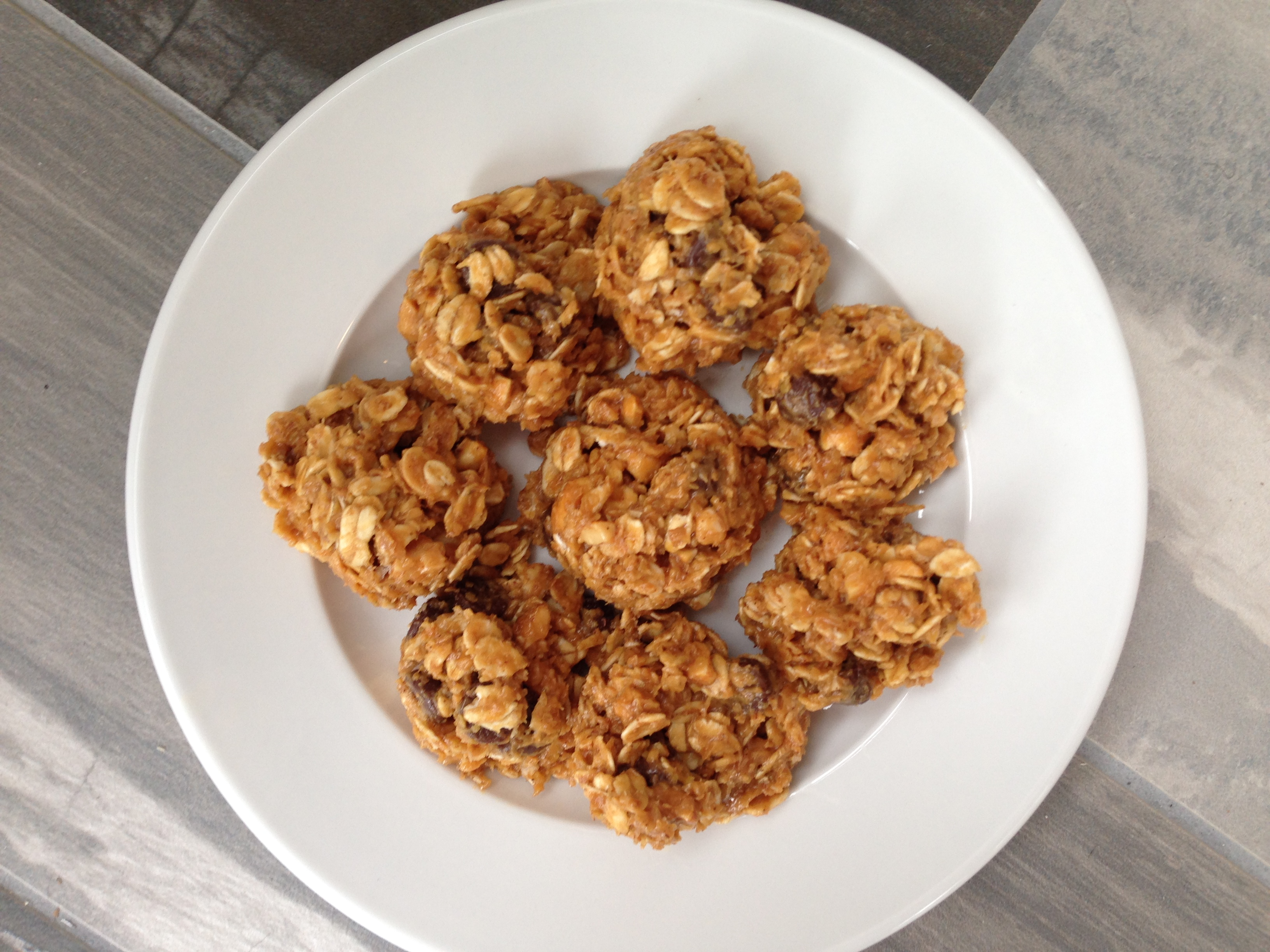 Almond Oatmeal Breakfast Bites