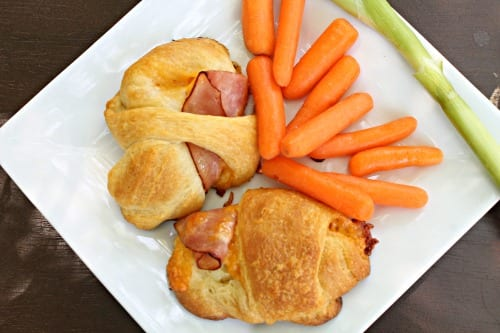 These delicious Ham and Cheese Crescents are hot in ready no time - perfect for an impromptu gathering of hungry young people.