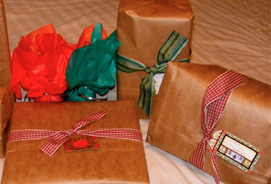 frugal gift wrapping ideas the happy housewife frugal living. Black Bedroom Furniture Sets. Home Design Ideas