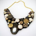 butto bib necklace