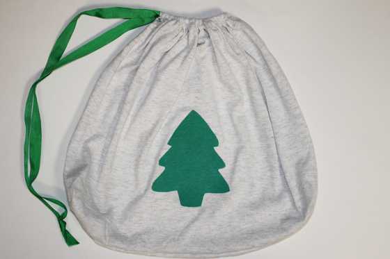 16 DIY Upcycled T-Shirt Projects (Gift Bag)  The Happy Housewife