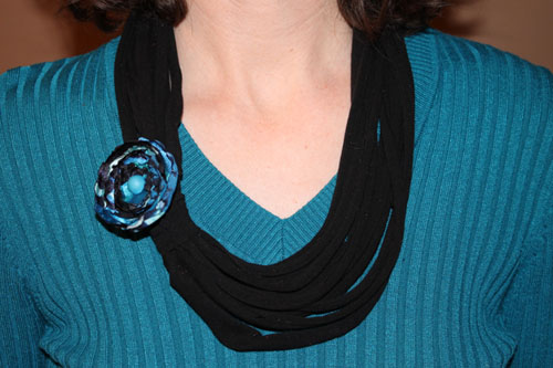 16 DIY Upcycled T-Shirt Projects (Necklace)  The Happy Housewife