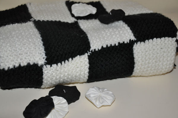Homemade Gifts from a Knitted Square (Checkers Game) | The Happy Housewife