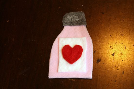 Homemade Felt Doctor's Kit - 100 Days of Homemade Christmas Gifts at The Happy Housewife
