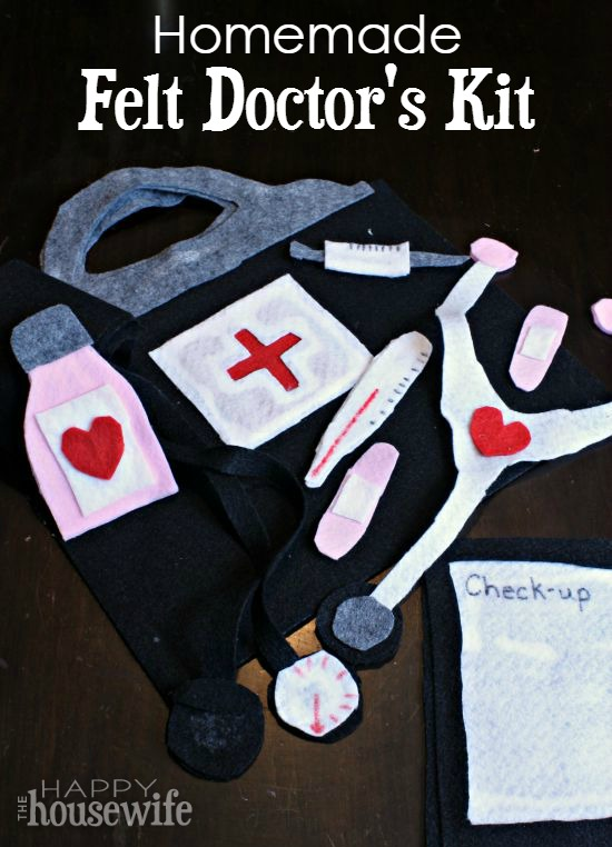 We love pretend play, and don't all our families need a doctor in the house? This homemade felt doctor's kit is inexpensive but fun to play with! Template Included. 100 Days of Homemade Christmas Gifts at The Happy Housewife
