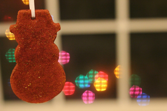 These fun and great smelling ornaments are made with just applesauce and cinnamon. It's a great craft for kids to join in on.  100 Days of Homemade Christmas Gifts at The Happy Housewife