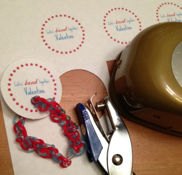 Rubber Band Bracelets Valentines | The Happy Housewife