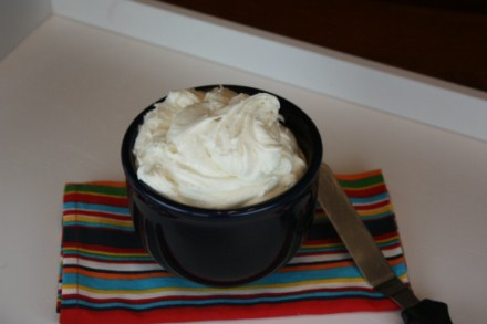 Homemade Marshmallow Creme Frosting at The Happy Housewife
