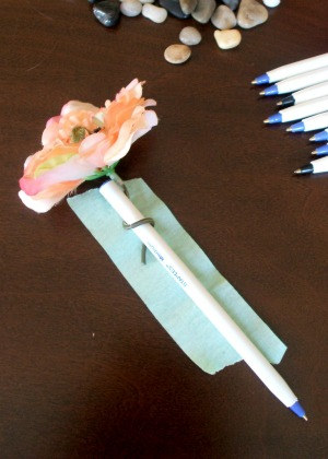 DIY Flower Pens | The Happy Housewife