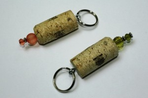 wine cork key chain homemade christmas gifts the happy housewife home management. Black Bedroom Furniture Sets. Home Design Ideas