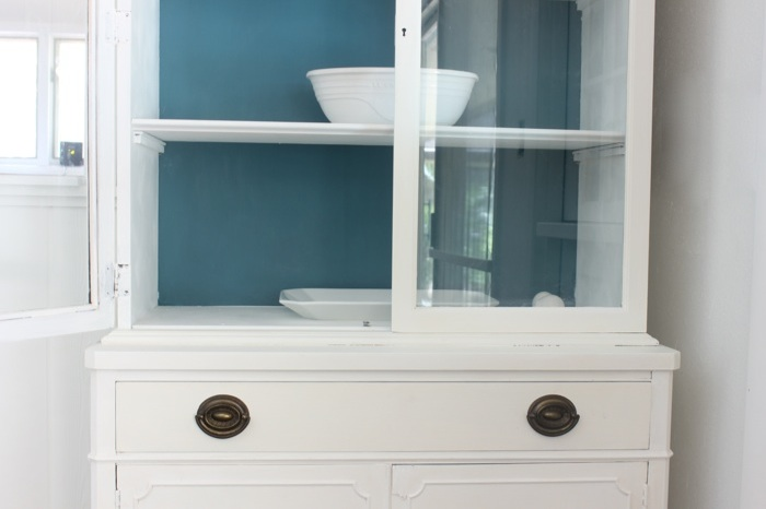 How Many Coats Of Chalk Paint On Cabinets