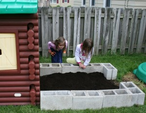 Play Gardening with Kids - Planting